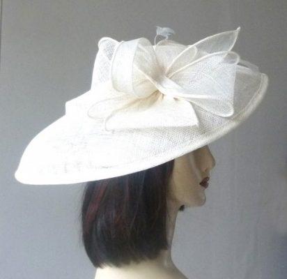 À combiner avec votre étole et/ou votre pochette, un chapeau ou une capeline de mariage